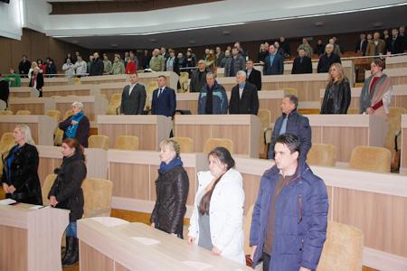 Для Ямпільської ЦРЛ сьогодні на сесії обласної ради мали б виділити кошти на придбання рентгенапарату. Поки що не проголосували. Шукають винних