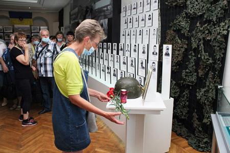 Родини воїнів, які віддали своє життя захищаючи територіальну цілісність і незалежність України, відвідали Сумський обласний краєзнавчий музей